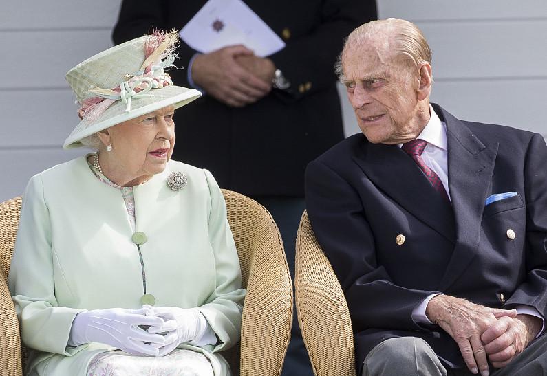 Она же была ребенком!»: новые пикантные подробности отношений королевы  Елизаветы и принца Филиппа